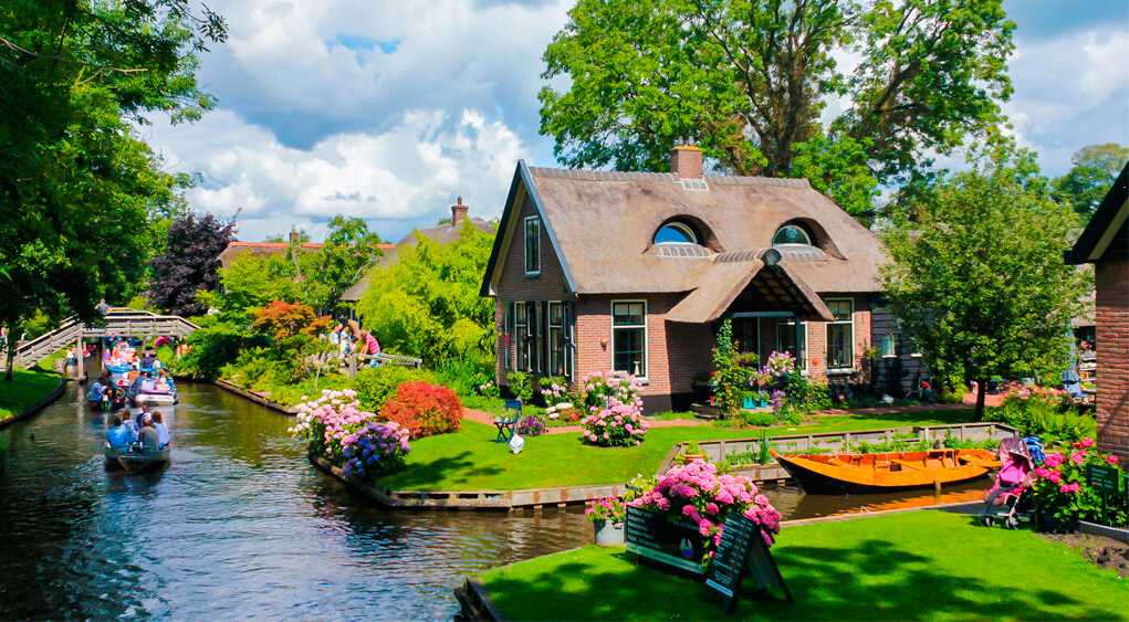 Giethoorn By Boat Discover Holland